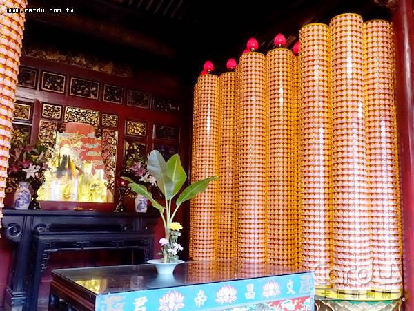 民眾點光明燈與安太歲的費用,屬寺廟提供勞務的對價,不屬於捐贈性質,不能列舉扣除(圖/卡優新聞網)