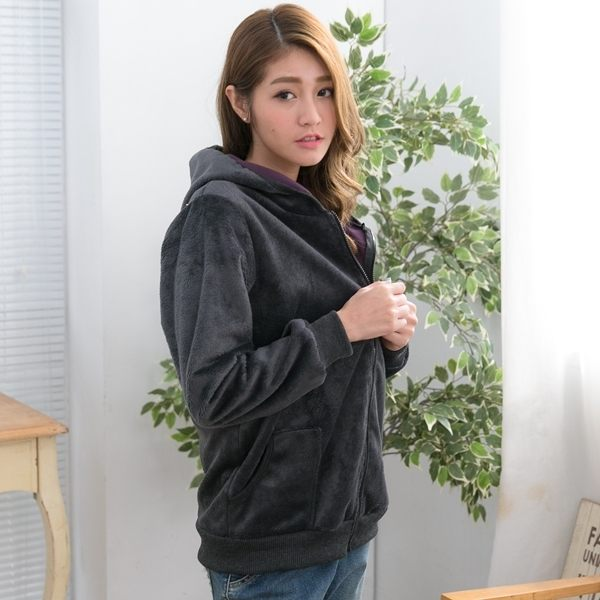 舒服好搭高級保暖布料! 休閒感的保暖連帽外套,好穿又好搭 刷毛厚棉料,穿起來舒服又保暖喔~