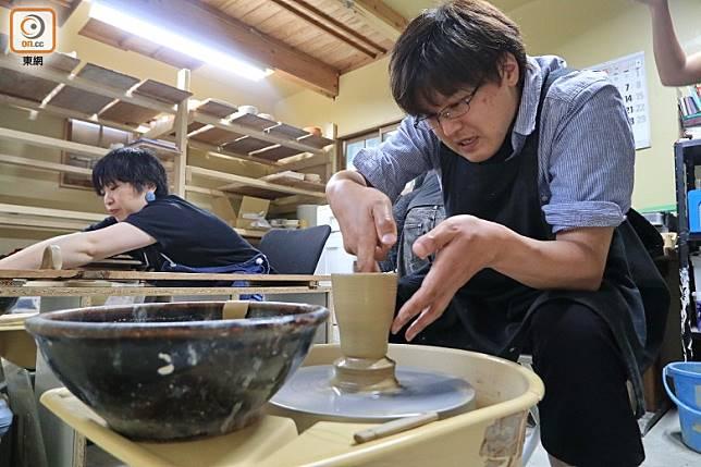 預約民宿時大家也可報名參加陶藝班,而且短短10小時已可提取作品,十分方便。(李家俊攝)