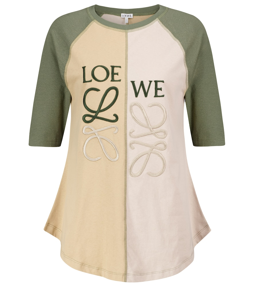 The LOEWE woman foregoes printed logos for something a little more artistic, such as the tonal Anagr