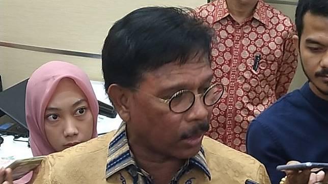 Menkominfo, Johnny Plate, berbicara soal Omnibus Law Cipta Kerja di Jakarta, Rabu (26/2/2020). [Suara.com/Tivan Rahmat]
