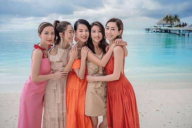 「胡說八道會」五位閨密在馬爾代夫瘋狂打卡。