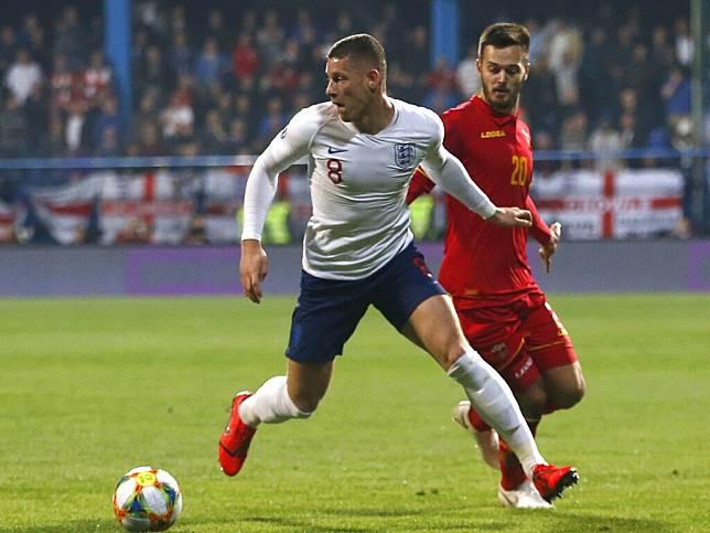 巴克里(左)今仗為英格蘭攻入兩球。(美聯社)