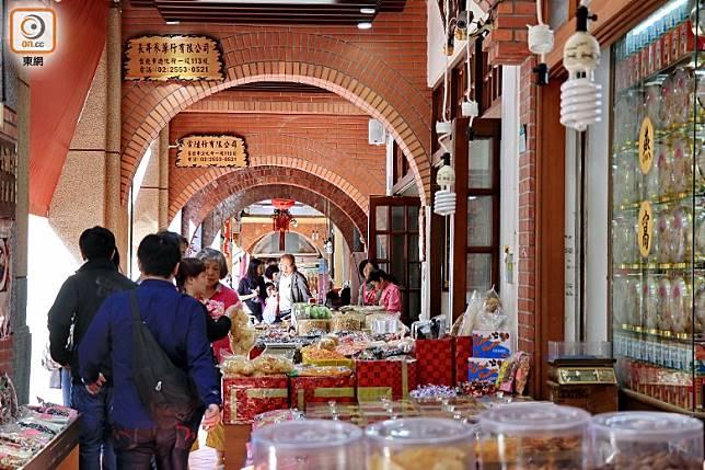 大稻埕區內大街以賣南北貨為主,很有風味。(李家俊攝)