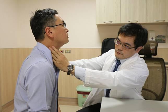 鼻涕現血絲、頸部冒腫塊…  男子才知錯誤紓壓方式帶「癌」上門