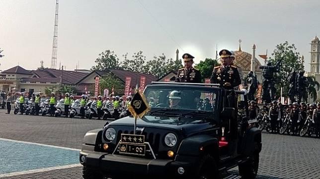 Jenderal (Purn) Tito Karnavian bersama Kapolri Idham Aziz di Mako Brimob Kelapa Dua, Depok, Rabu (6/11/2019). (Suara.com/Arga)