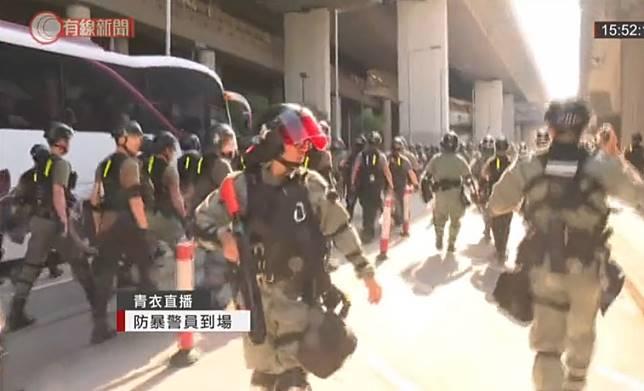 防暴警察到場。有線新聞截圖