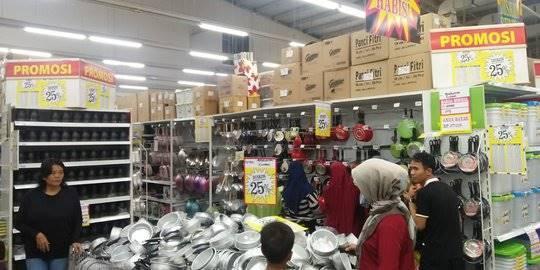 Supermarket Giant Ditutup. Dwi Aditya ©2019 Merdeka.com