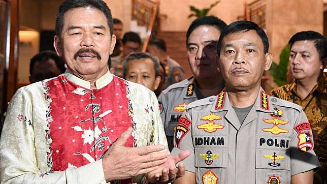 Attorney General Sanitiar Burhanuddin (left) and National Police Chief Gen. Idham Azis. ANTARA/Hafidz Mubarak A