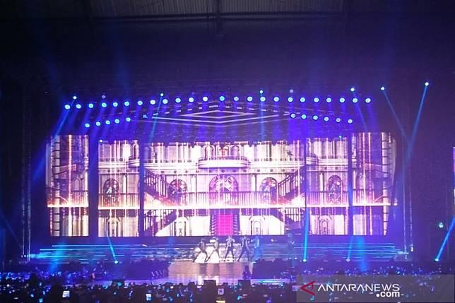 Rossa tampil bersama Yesung dan Ryeowook nyanyikan