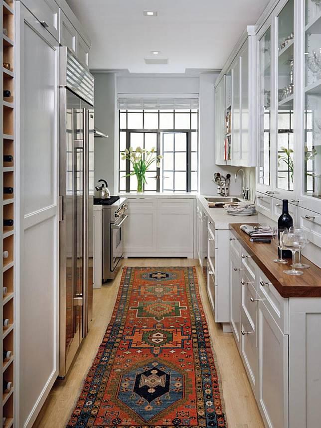 Desain Dapur Sempit Memanjang  desain dapur kecil yang efisien dan cantik untuk rumah mungilmu