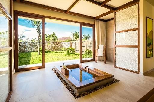 房內的木製浴缸實屬少見。