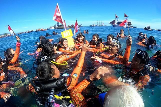 Rekor Dipecahkan di Pantai Manado
