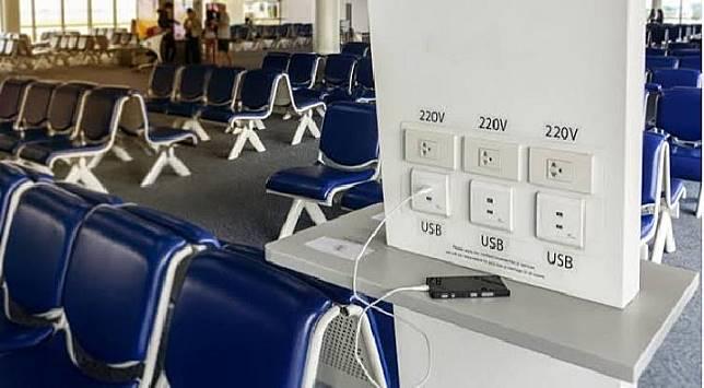 Tempat pengisian baterai HP umum di Bandara. (techradar.com)