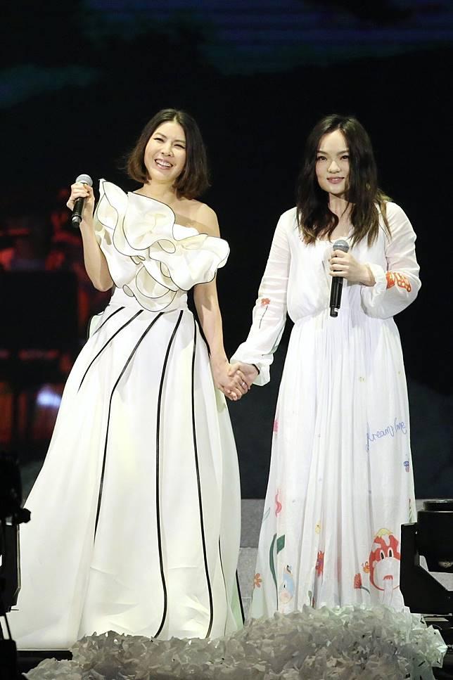 許茹芸(左)邀來徐佳瑩同台飆唱。記者林伯東/攝影