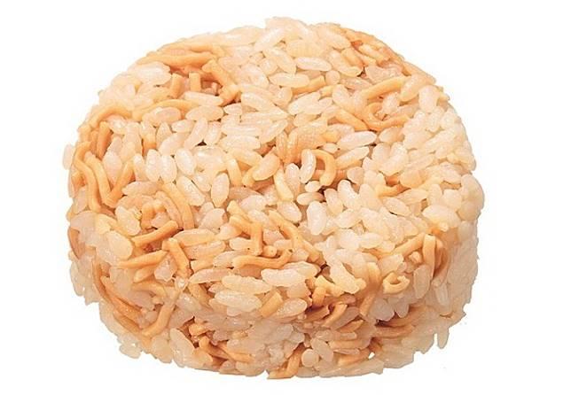 童心點心麵飯糰,唔使多講,之唔係飯糰內有點心麵囉,大家想像到味道有幾咁特別嗎?(互聯網)