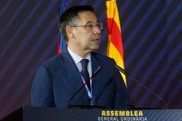 Redakan Skandal, Sang Presiden Kumpulkan Pemain Barcelona
