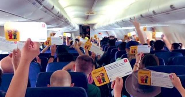 人品爆發🎁任天堂佛心送整架班機乘客每人1台Switch,還有《超級瑪利歐創作家2》