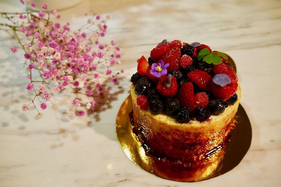 宣原蛋糕的雙層草莓重乳酪堪稱經典