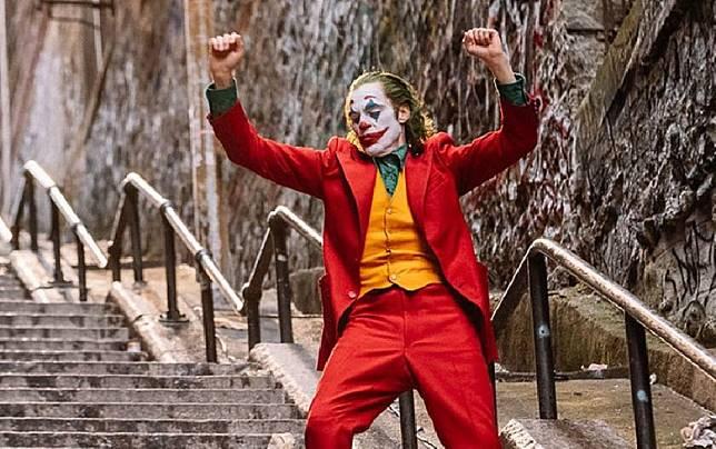 小丑在長長的樓梯跳舞,成為經典場面。