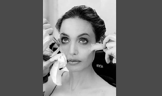 Transformasi Angelina Jolie peri kegelapan di film Maleficent: Mistress of Evil (Instagram @disney)