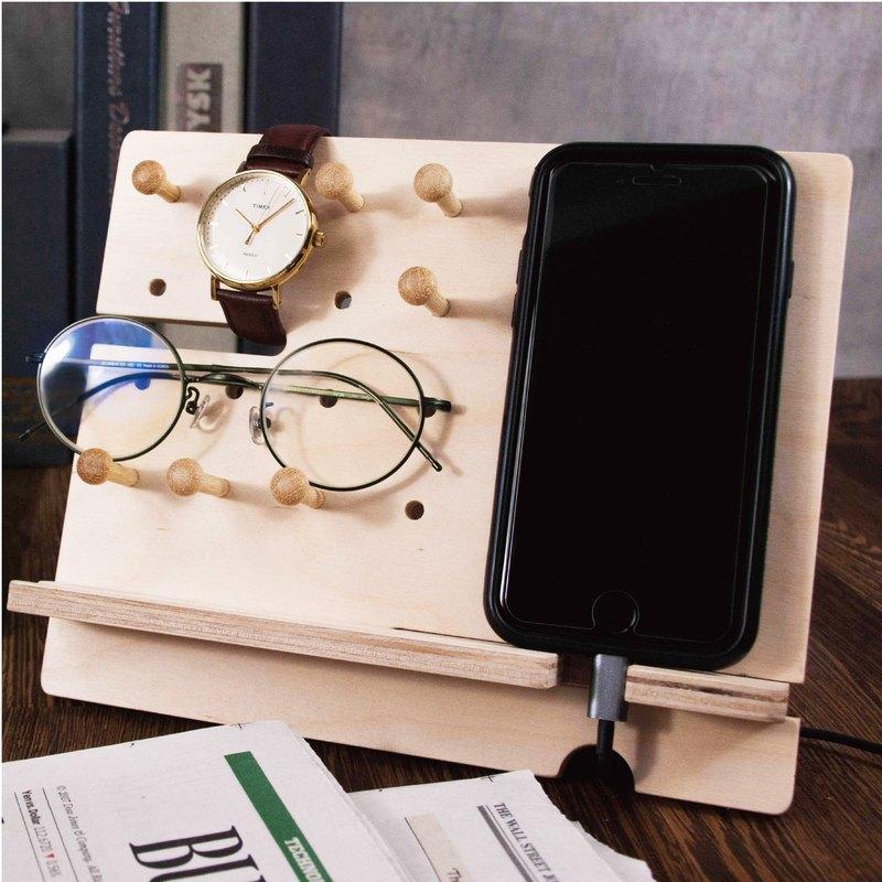 Simple文具洞洞板,方便收納個人飾品,也可以放上手機充電,不用擔心電線打結噢!