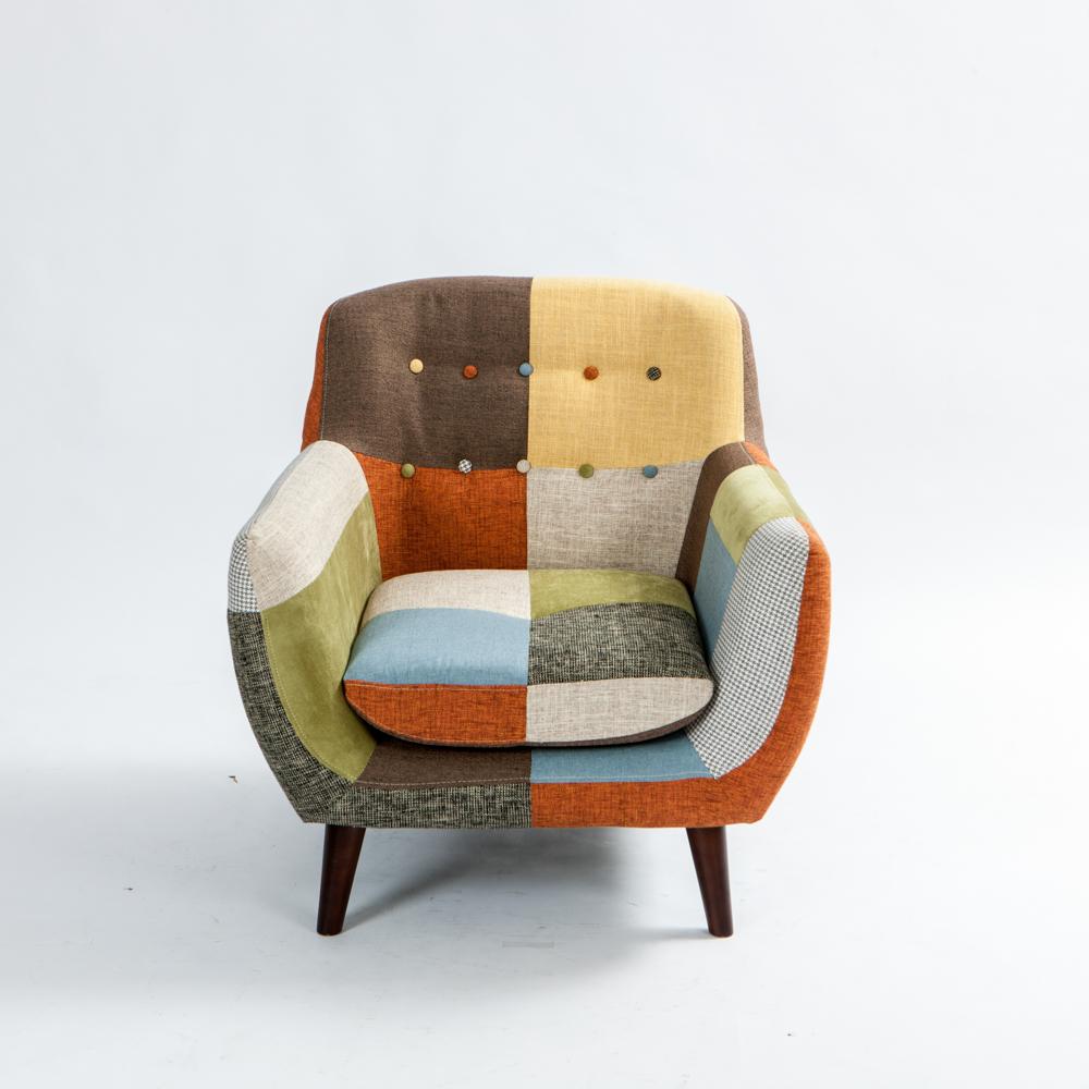 讓居家環境充滿著豐富繽紛色彩 拚接色塊設計,更具獨特性 繽紛色彩讓沙發樣貌不呆板