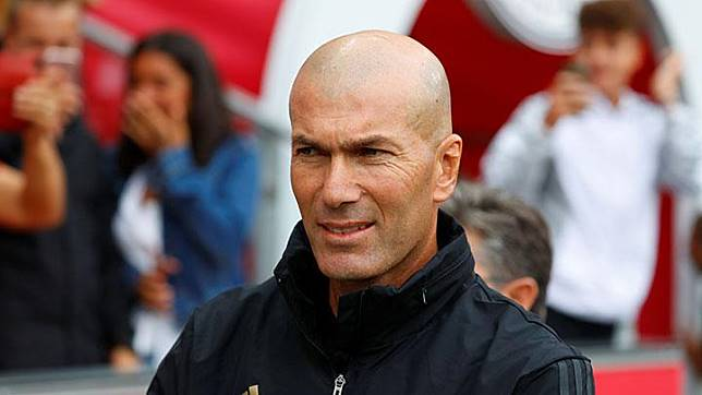 Pelatih Real Madrid, Zinedine Zidane.   REUTERS/Leonhard Foeger