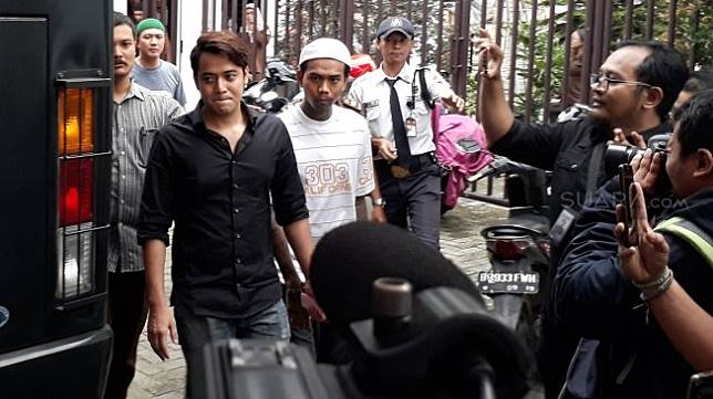 Kriss Hatta dari Kejaksaan Negeri Kota Bekasi menuju ke Rumah Tahanan Bulak Kapal, Selasa (9/4/2019). [Wahyu Tri Laksono/Suara.com]