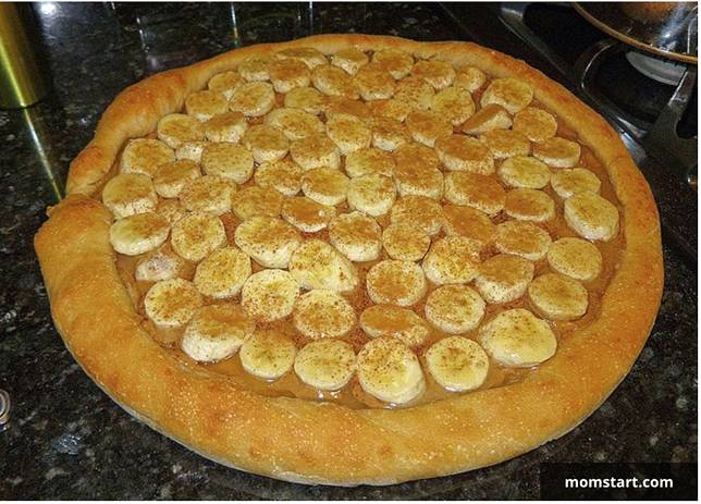 pizza dengan topping pisang
