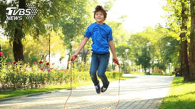 跳繩能促進青少年生長發育。示意圖/TVBS
