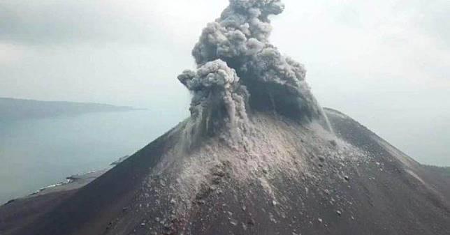 Aktivitas Gunung Anak Krakatau via www.erabaru.net