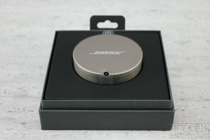 開箱後,即可看到 Bose Sleepbuds II 充電盒、內部裝著遮噪耳塞。