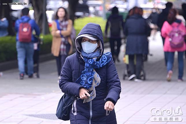 遠離肺炎傳染首要平日落實搭配清潔用品勤洗手、一旦咳嗽即配戴口罩等個人衛生習慣(圖/卡優新聞網)