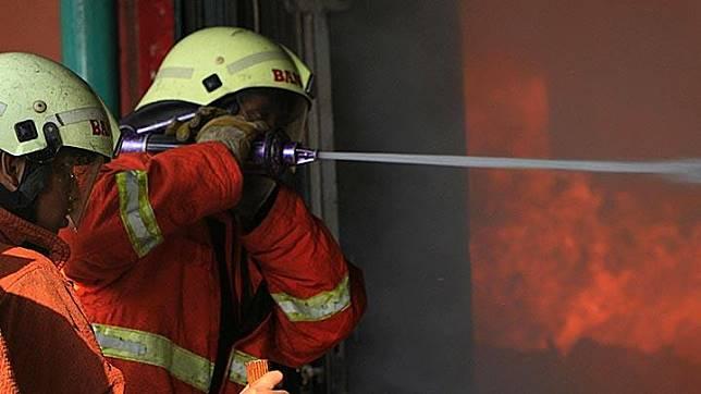 Kebakaran Melanda Lokasari Plaza Taman Sari Jakarta Barat