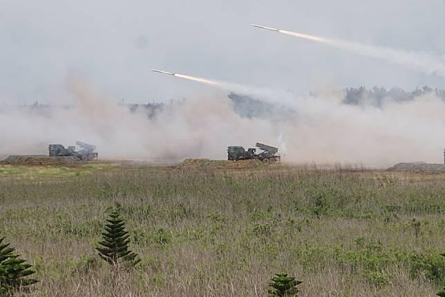 ▲陸軍將於17日在中部地區舉行「聯合反登陸作戰操演」,首次增加雷霆二千多管火箭射擊項目。(資料圖/記者呂炯昌攝)