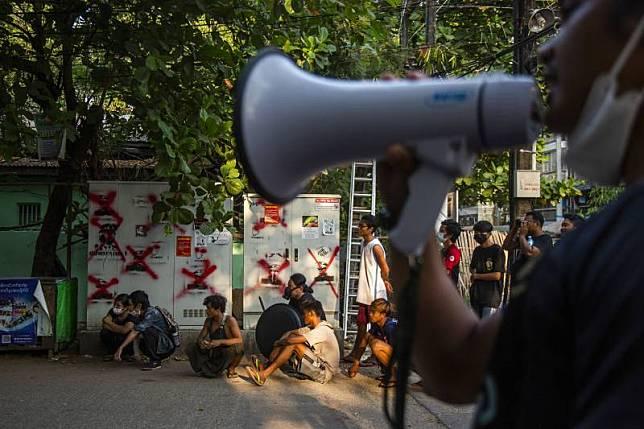 นักข่าวเมียนมาของบีบีซี ถูกรวบที่หน้าศาลกรุงเนปิดอว์ | เดลินิวส์ | LINE TODAY