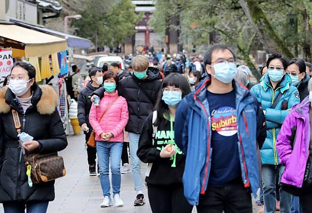 ▲大陸武漢新型冠狀病毒肺炎疫情在全球延燒。圖為最近日本民眾戴口罩防疫。(圖/美聯社/達志影像)