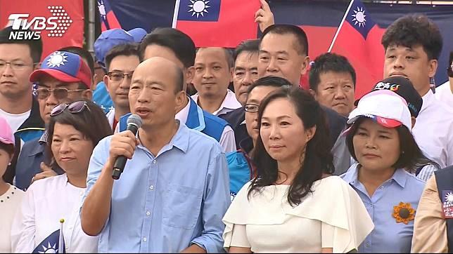 高雄市長韓國瑜(持麥克風者)。圖/TVBS資料照