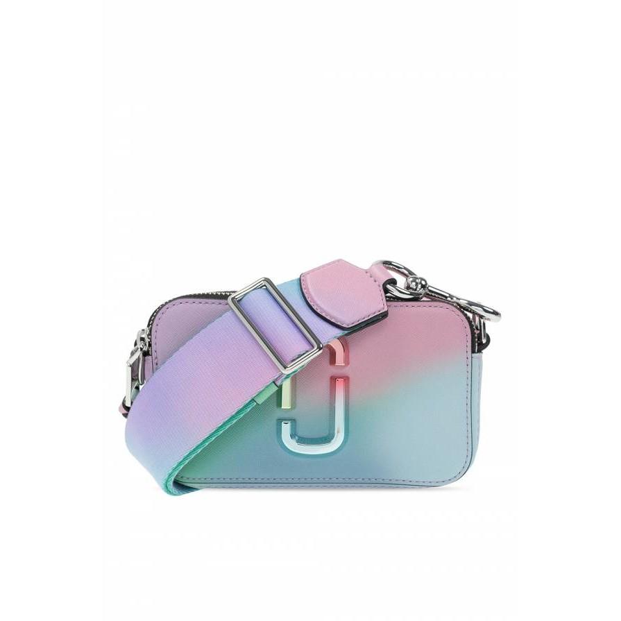2021 春夏季度新品全新真品Marc Jacobs Snapshot 夢幻獨角獸馬卡龍漸層色相機包Marc Jacobs超人氣相機包Snapshot每季新款一上市往往成為女孩購買目標,除了可愛簡約的