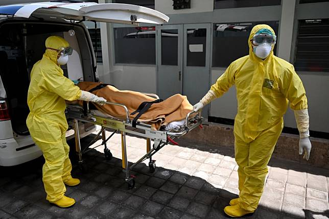 Health workers wearing protective gear take part in an exercise in handling a suspected Covid-19 patient at Sanglah Hospital in Denpasar, Bali, on Feb. 12.