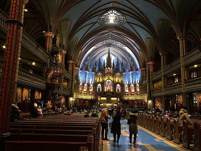 據說教堂興建時參照了巴黎聖母大教堂,因此亦極具氣派。