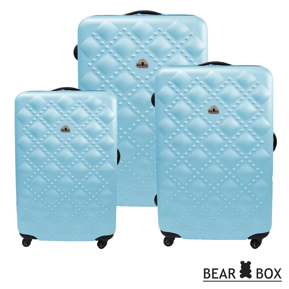 .炫麗又好用的硬殼旅行箱 .箱身重量較一般傳統行李箱減重約5kg .一次帶回3個超輕量化旅行箱 .分段式鋁合金拉桿 .360度四輪靜音 .耐刮磨鑽石顆粒紋路 .彈性拉鍊拉鍊設計 .28吋限定加大1/3