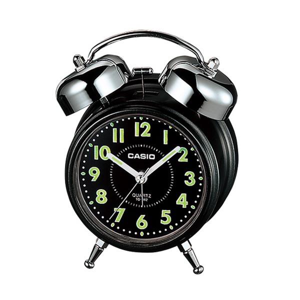 商品特色:.圓弧流線外型鬧鐘,附有貪睡設計,重點螢光塗料,在暗處較容易閱讀時間。.電池盒底有緞帶設計,方便取出電池。 商品規格:.數字指針夜光顯示.尺寸:118 x 120 x 82mm.重量:280