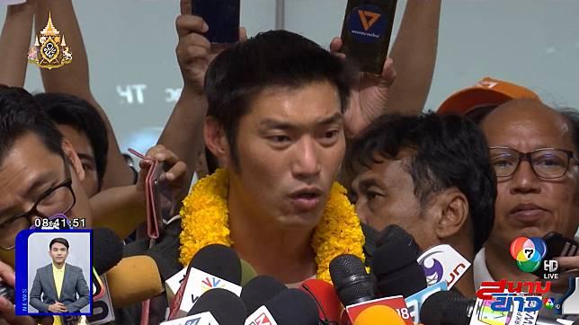 ธนาธร กลับถึงไทยแล้ว เตรียมชี้แจง กกต. ปมถือหุ้นสื่อฯ 29 เม.ย.นี้