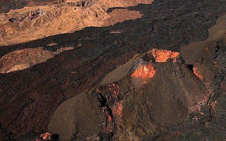 Gunung berapi Mauna Loa dari udara