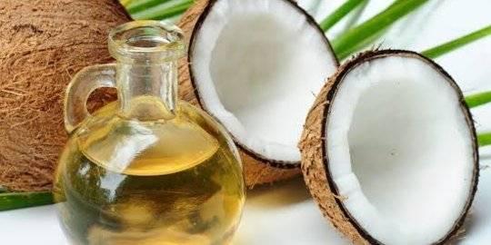 Ilustrasi minyak kelapa. ©Shutterstock