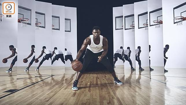 NBA球隊新奧爾良鵜鶘隊前鋒Zion Williamson率先着用Air Jordan XXXIV Blue Void配色。(互聯網)