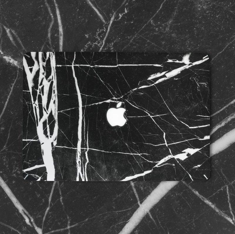 自雲石風潮從幾年前開始席捲全球,到今天依然大受歡迎,當中原因除了是它擁有天然獨特的紋理外,亦帶給人一種簡約低調的感覺。 【原創大理石紋理 MacBook貼膜】 ✓ 高級3M材質,表面磨砂手感 ✓ 極薄