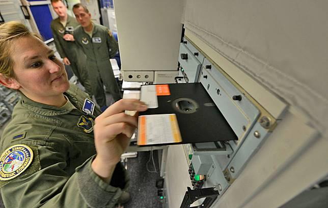 Terungkap! Alasan Militer AS Masih Pakai Penyimpanan Data Disket